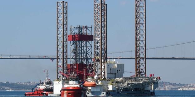 Dev petrol platformu İstanbul Boğazı'ndan böyle geçti