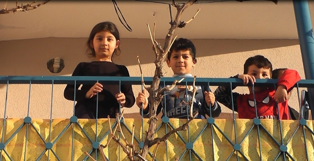 Develi'de sokağa çıkamayan çocuklar okulu özledi