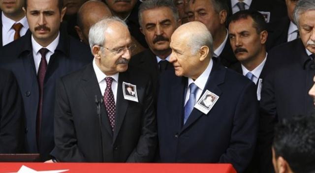 Devlet Bahçeli ile Kılıçdaroğlu cenazede bir araya geldi