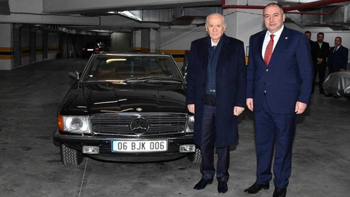 Devlet Bahçeli klasik otomobilini vekiline hediye etti