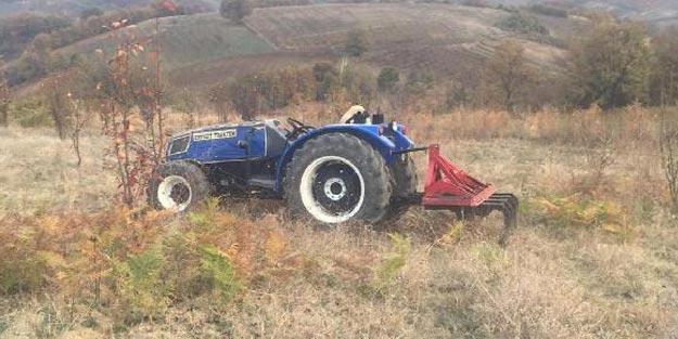 Devrilen traktörün altında kalan sürücü feci şekilde can verdi