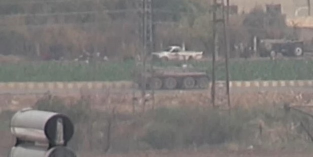 Devriyeden dönen Rus askerlerine YPG/PKK'lı teröristler araçlarla eşlik etti