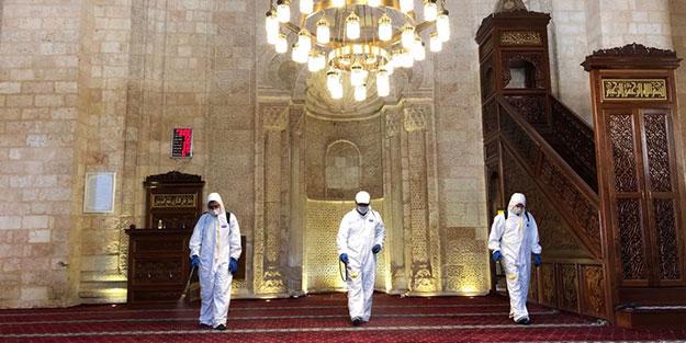Dezenfekte edilen Mardin'deki 800 yıllık Ulu Cami ibadete hazır hale getirildi