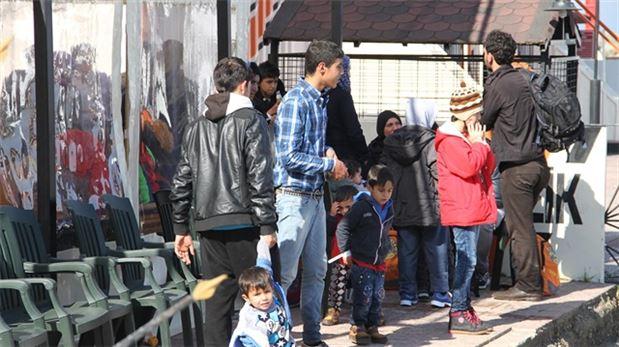 Dikili açıklarında 64 mülteci yakalandı