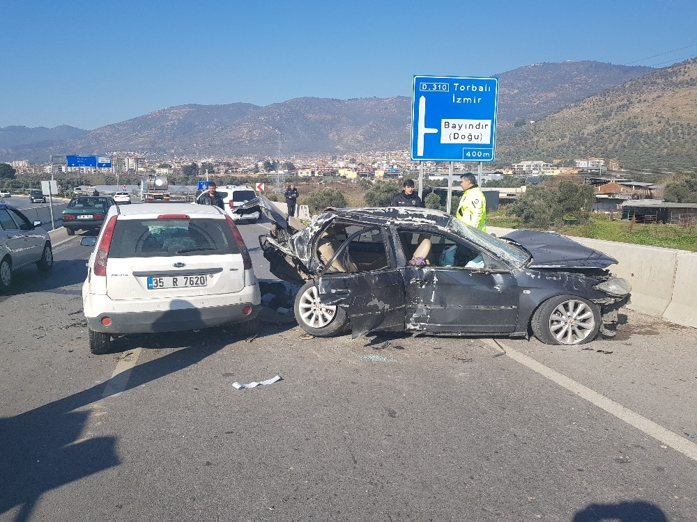Dikkatsizlik kaza getirdi: 3'ü ağır 8 yaralı