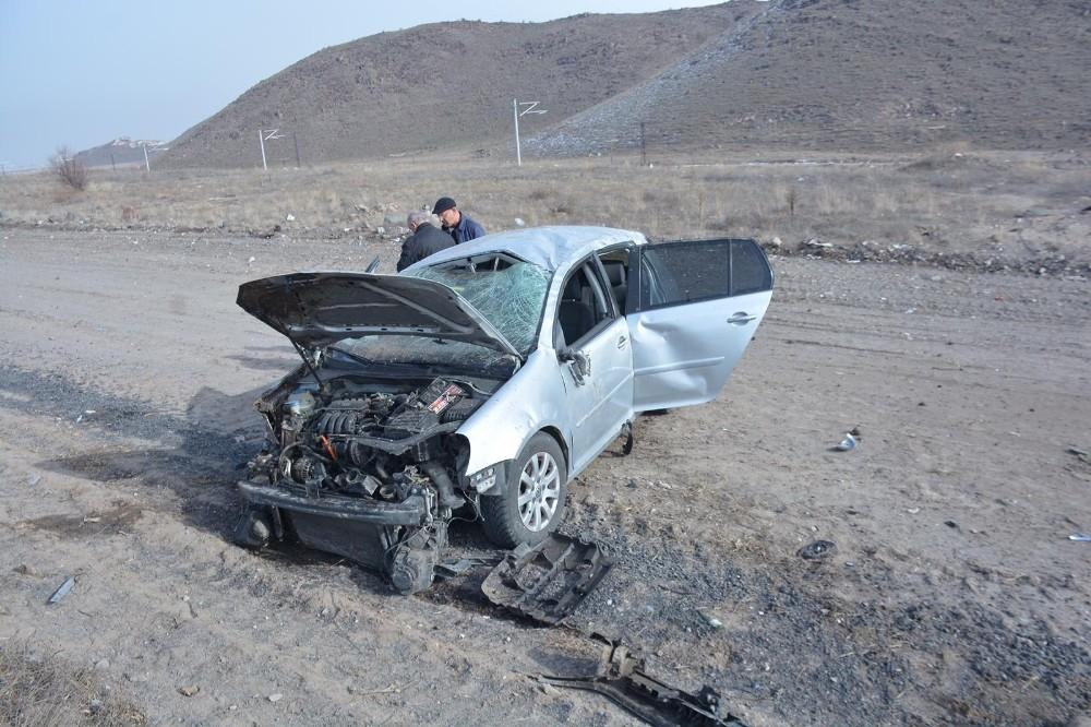 Direksiyon hakimiyeti kaybolan otomobil yoldan çıktı: 2'si çocuk 4 yaralı