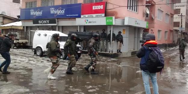 Direnişçiler Hint askerlerini vurdu