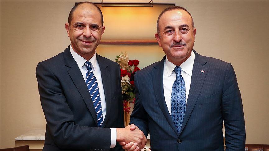 Dışişleri Bakanı Çavuşoğlu KKTC'li mevkidaşıyla biraraya geldi