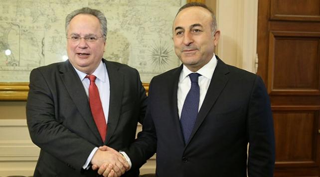Dışişleri Bakanı Mevlüt Çavuşoğlu, Yunan mevkidaşıyla telefonda görüştü