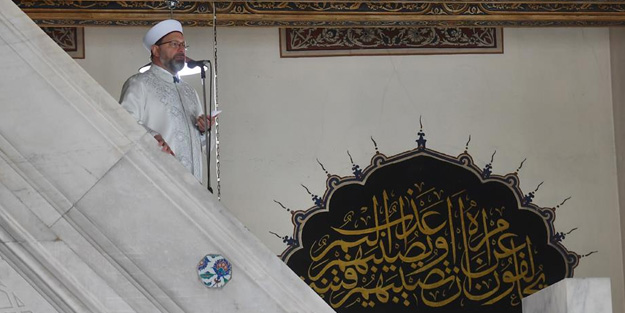 Ali Erbaş, cuma hutbesini Afyonkarahisar Paşa Camisi'nde irat etti