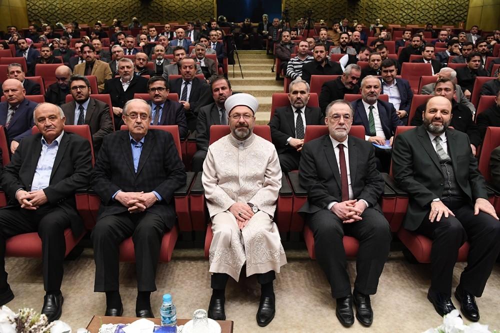 """Diyanet İşleri Başkanı Erbaş, """"İyiliğe Vakfedilmiş Hayatlar"""" programına katıldı"""