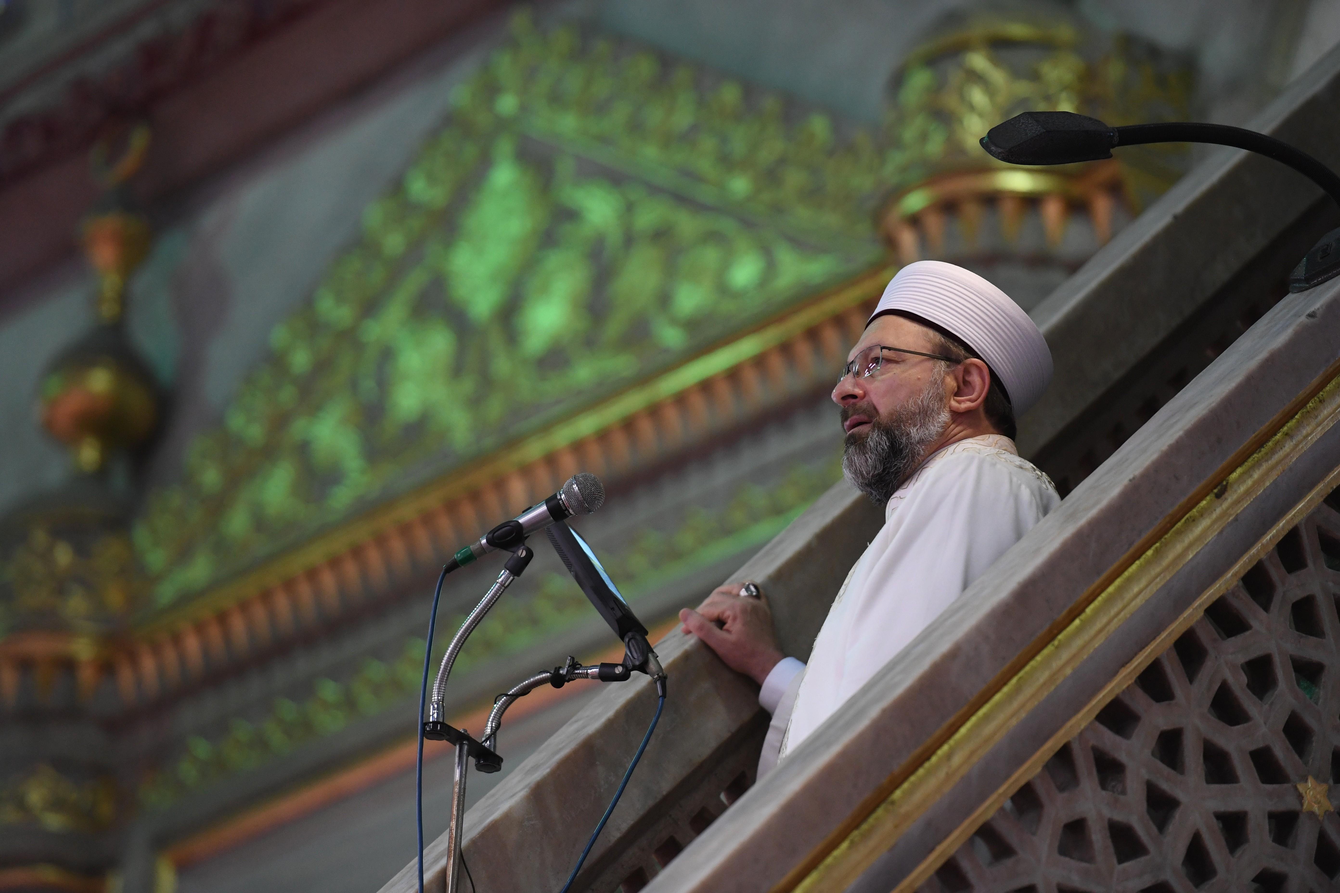 Diyanet İşleri Başkanı Erbaş, Sultanahmet Camii'nde hutbe irad etti