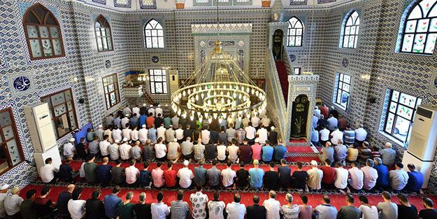 """Diyanet """"Allah rızası için"""" dedi ve tavsiye etti: Bayram namazı yerine evde bu namazı kılın"""