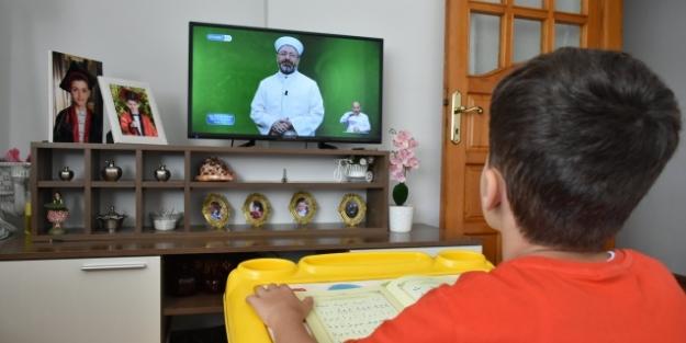 Diyanet TV Yaz Kuran Kursu nasıl izlenir? Diyanet TV frekans bilgileri