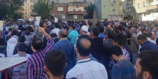 Diyarbakır sokakları 'Kahrolsun PKK' sloganlarıyla inledi!