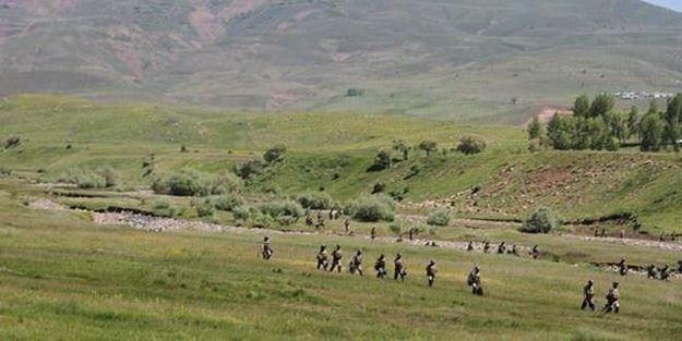 Diyarbakır'da 3 terörist silahlarıyla birlikte yakalandı