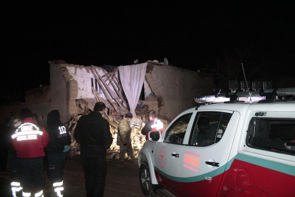 Diyarbakır'da aşırı yağışlardan dolayı kerpiç ev çöktü