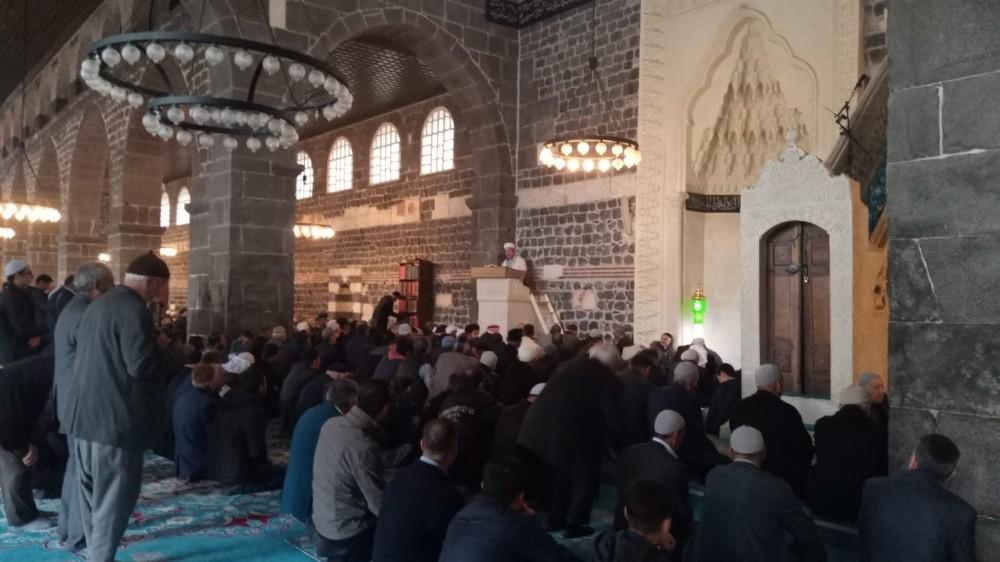 Diyarbakır'da cuma namazında cemaate korona virüsü uyarısı