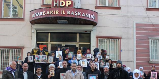 Diyarbakır'da evlat nöbeti tutun ailelerin feryadı yürekleri dağlıyor