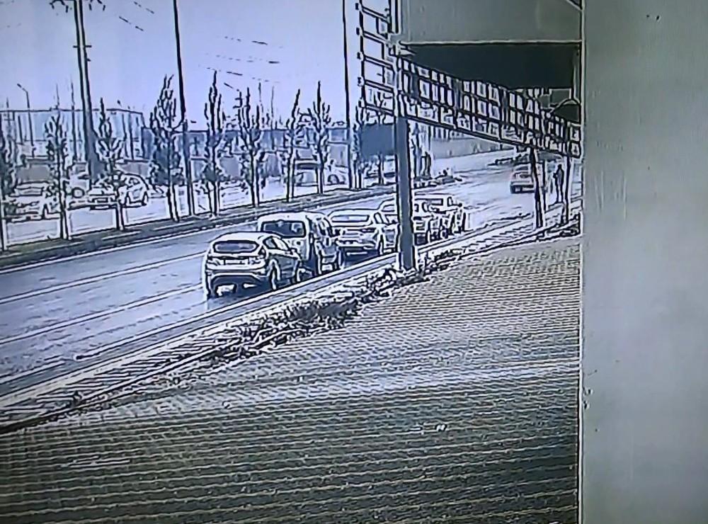 Diyarbakır'da otobüs ile otomobil çarpıştı: 3 yaralı