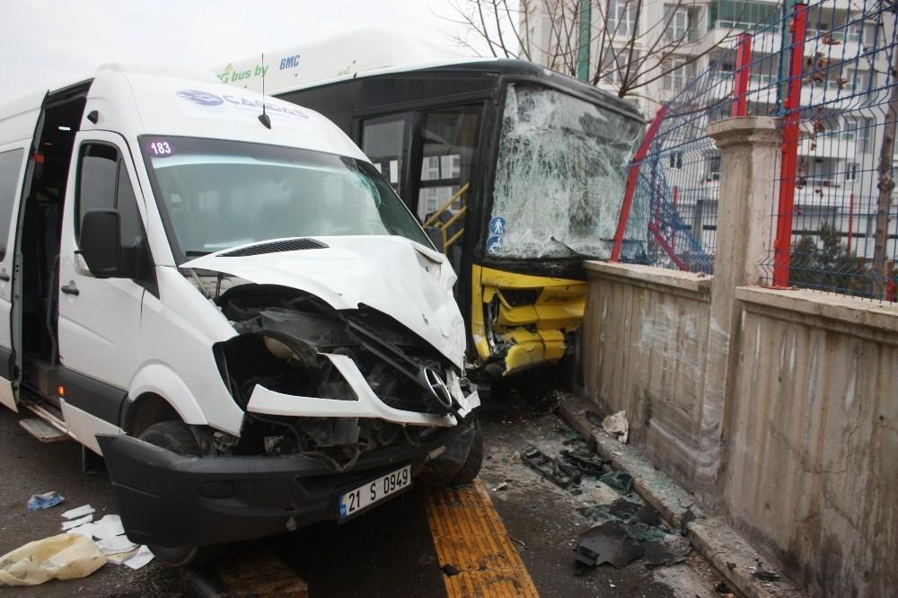 Diyarbakır'da servis minibüsü ile halk otobüsü çarpıştı: 13 yaralı