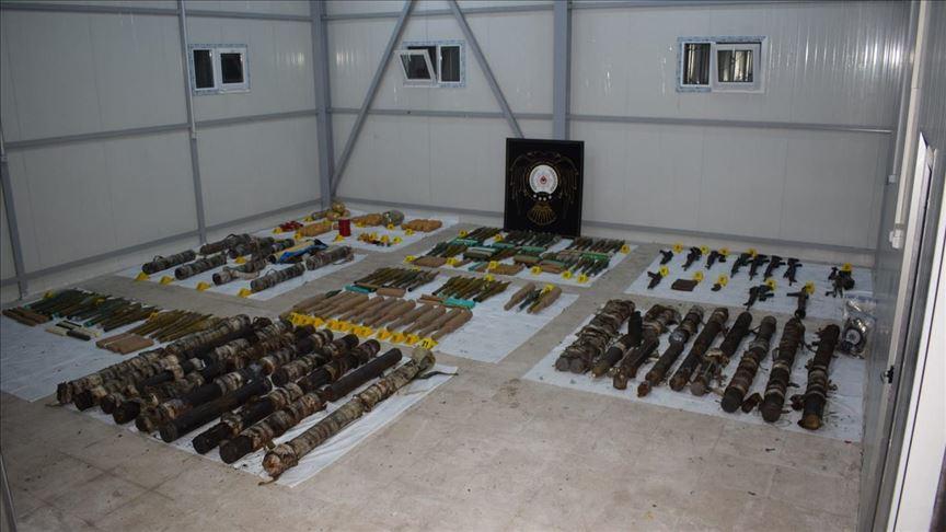 Diyarbakır'da sığınakta plastik patlayıcı ve çok sayıda silah bulundu