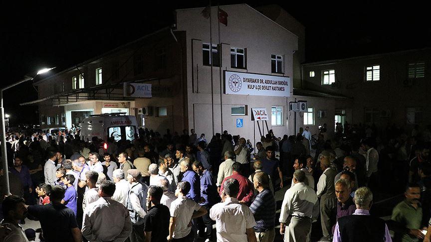 Diyarbakır'da sivilleri taşıyan araca terör saldırısı: 4 şehit, 13 yaralı var