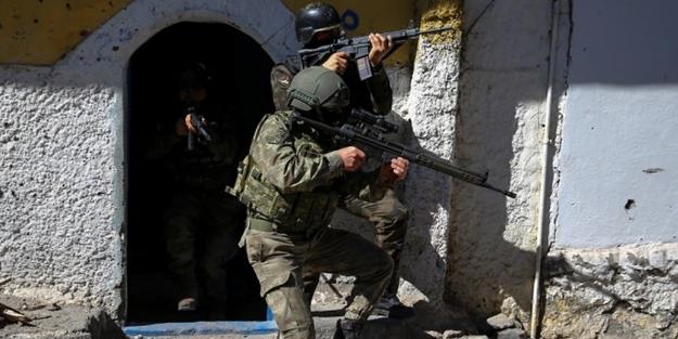 Diyarbakır'da teröristler saldırdı!