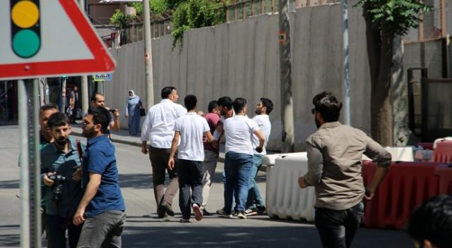 Diyarbakır'da teröristbaşı Öcalan gerginliği: 1 kişi gözaltında