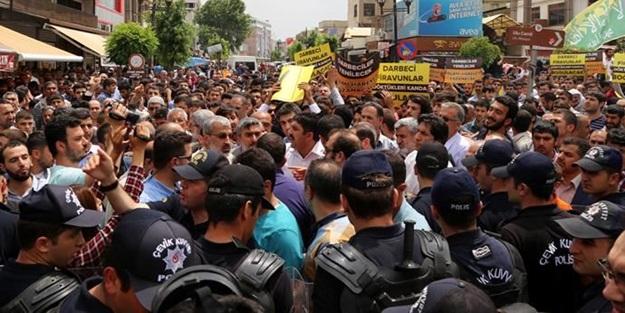 Diyarbakır'daki Mursi eylemlerinde 11 polis yaralandı