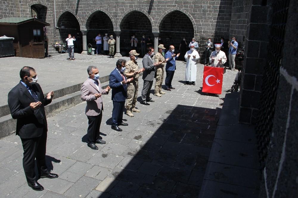 Diyarbakır'ın fethinin yıl dönümü 27 sahabenin bulunduğu camide kutlandı
