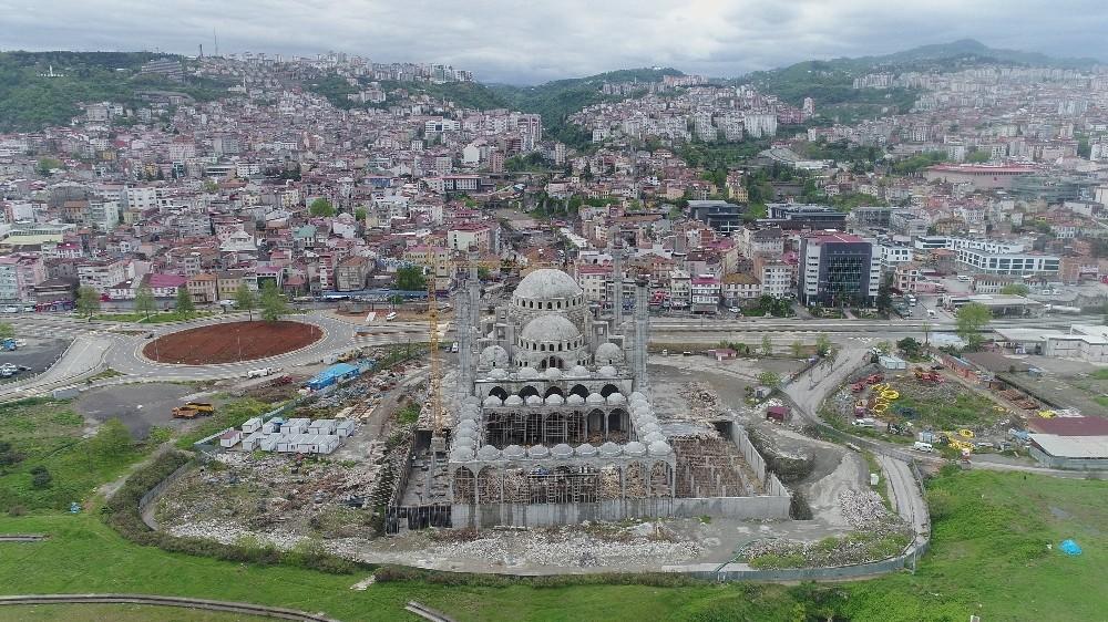 Doğu Karadeniz'in en büyük cami ve külliyesinin yapımı sürüyor