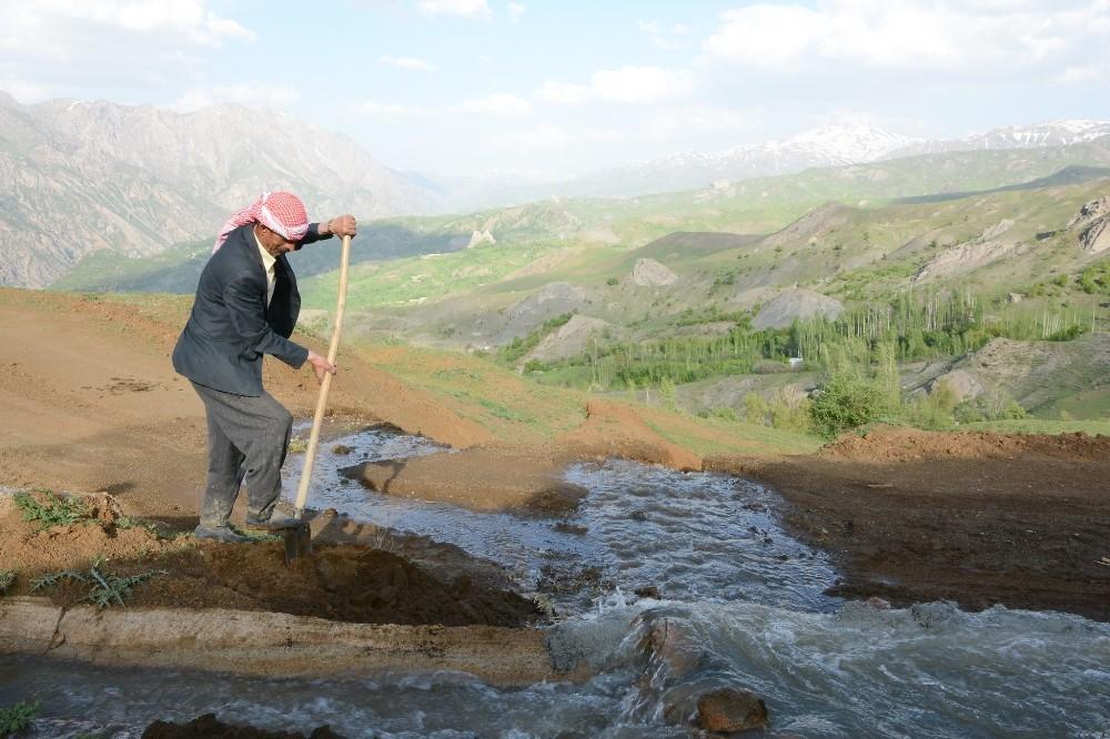 Dokuz yıldır kullanılmayan sulama kanalı yenilendi