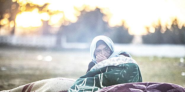 Dram büyüyor: 135 bin göçmen sınırı geçti