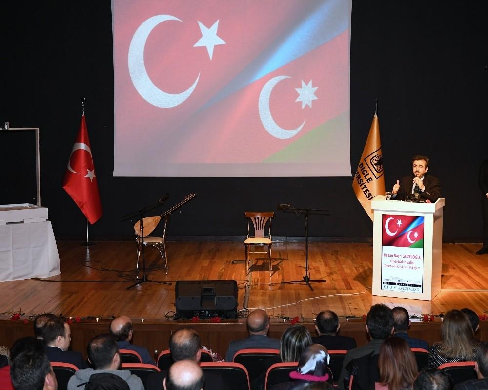 DÜ'de 'ağlayan karanfiller Azerbaycan' programı