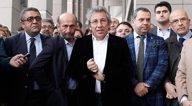 """Dündar ve Gül'e """"casusluk""""tan 31,5 yıl hapis istendi"""
