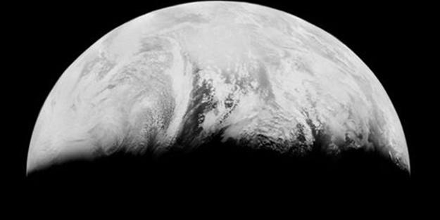 Dünya Ay'dan böyle görünüyor