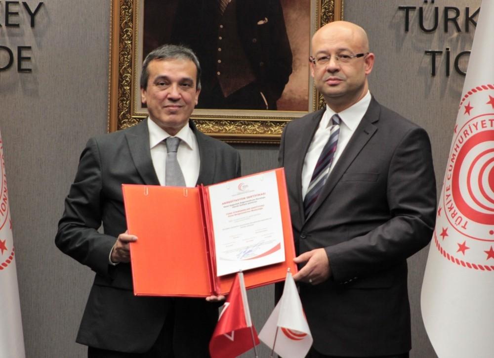 Dünya genelinde ilk helal akreditasyon sertifikası TSE'ye teslim edildi