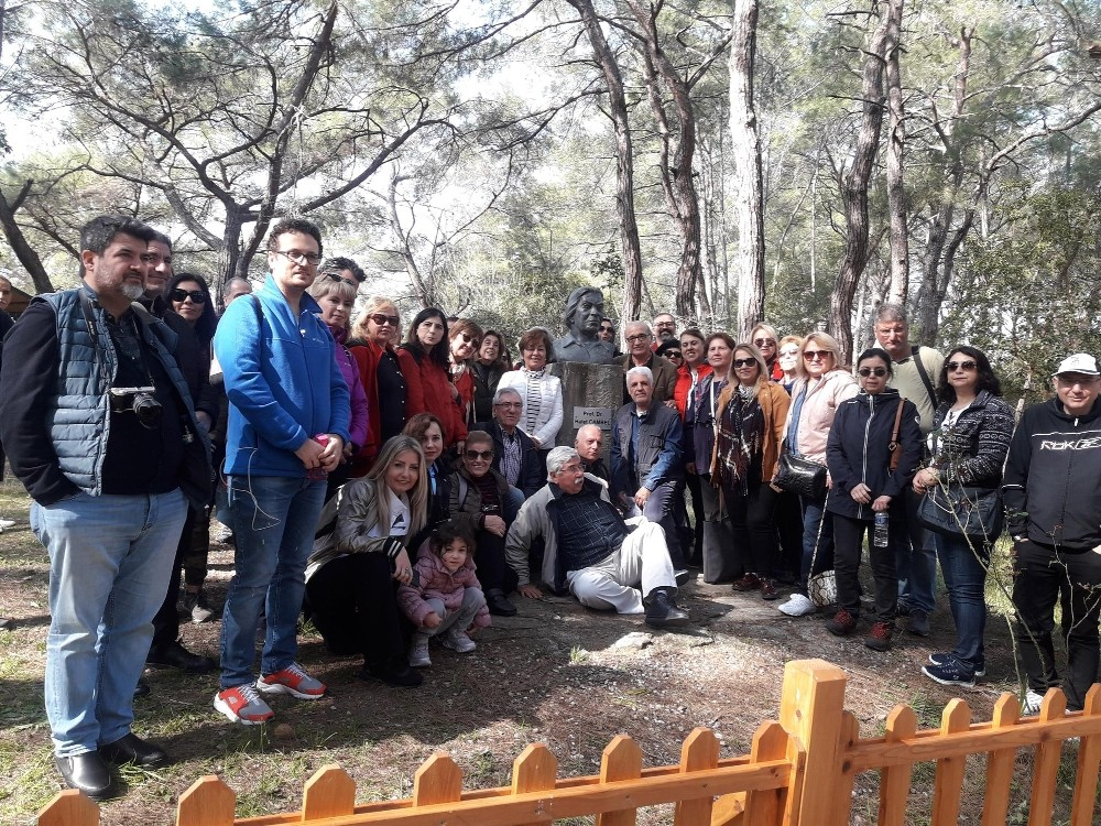 Dünya Kadınlar Günü'nde Halet Çambel'e saygı duruşu