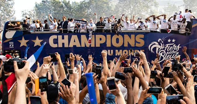 Dünya şampiyonu Fransa taraftarlarını üzdü!