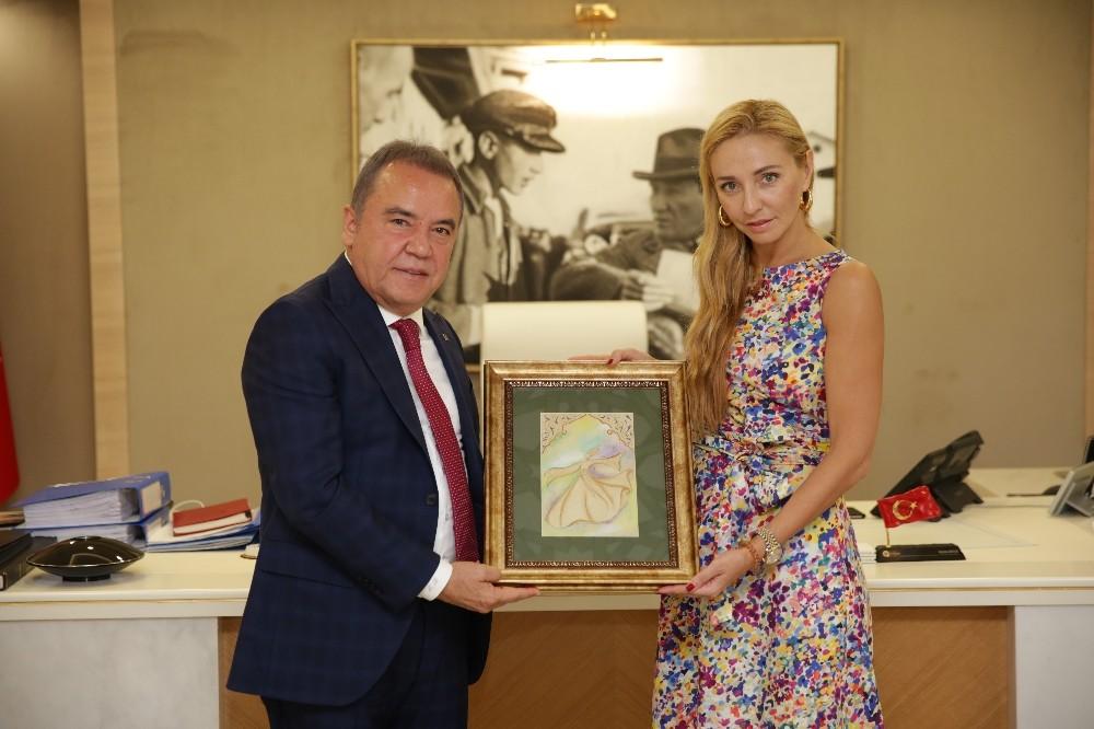 Dünya Şampiyonu Navko'dan Başkan Böcek'e davet