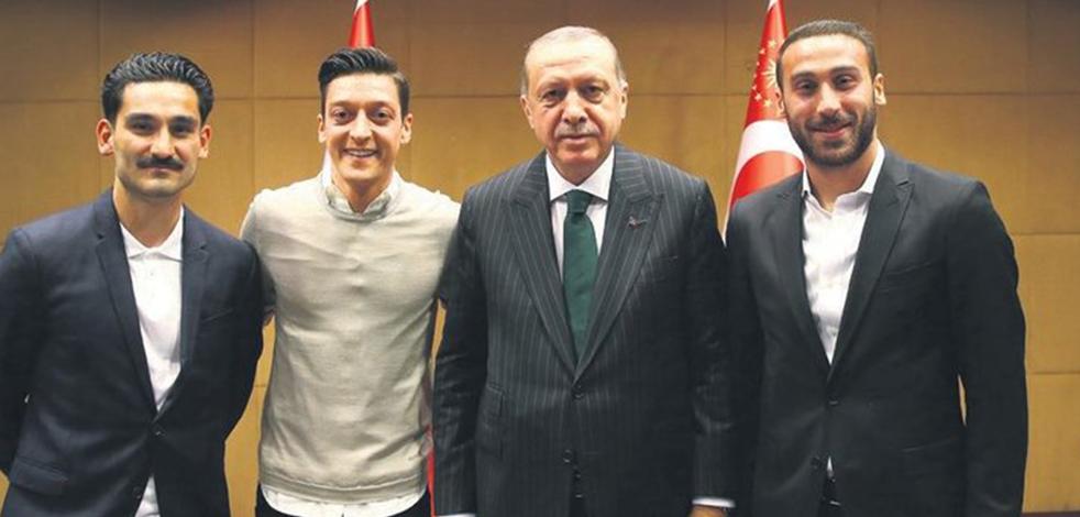 Dünyaca ünlü futbolcu İlkay Gündoğan, Almanya'daki ırkçılığı anlattı: 'Türk'sün' diyerek...