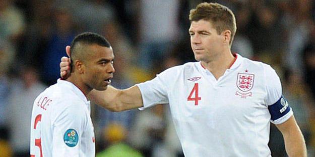 Dünyaca ünlü İngiliz yıldız futbolu bıraktı