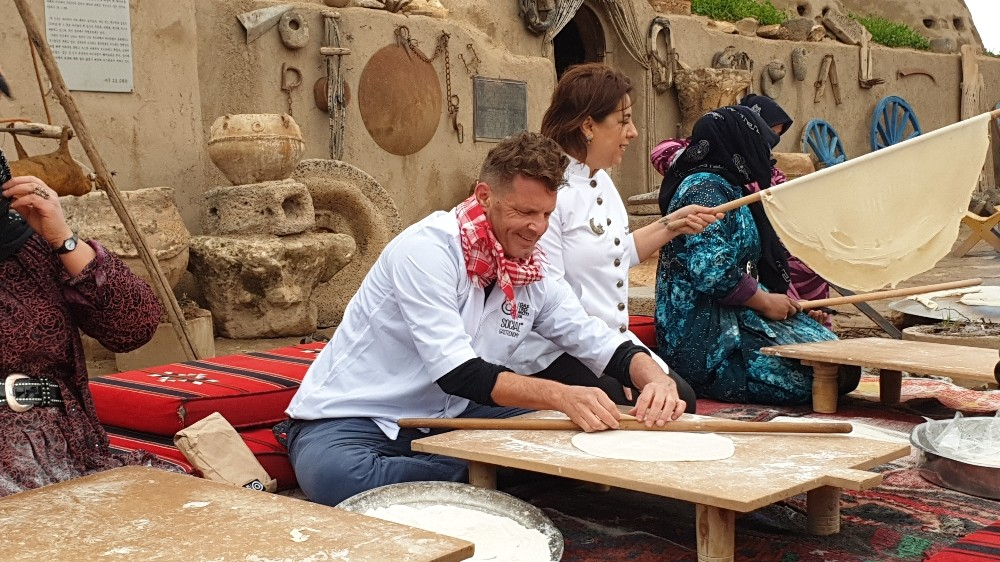 Dünyaca ünlü şefler Harran'da yufka açıp pişirdi