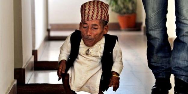 Dünyanın en kısa adamı yaşamını yitirdi - FOTO