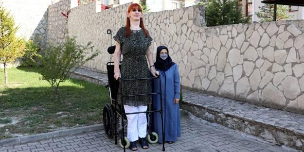 Dünyanın en uzun boylu kadını Rumeysa