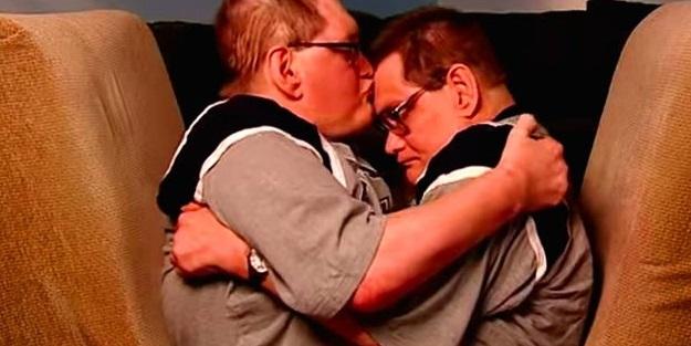 Dünyanın en uzun hayatta kalan yapışık ikizleri öldü