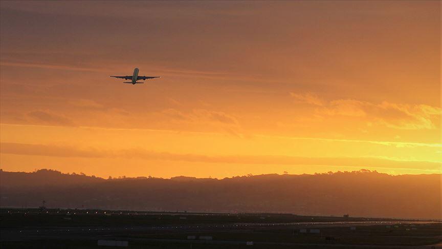 Dünyanın en uzun mesafeli aktarmasız uçuşunu yaptı