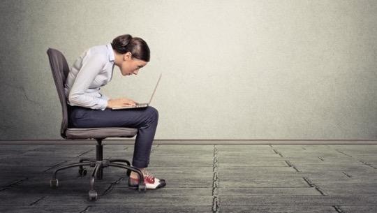 Duruş bozuklukları neden olur? Duruş bozuklukları için egzersiz önerisi