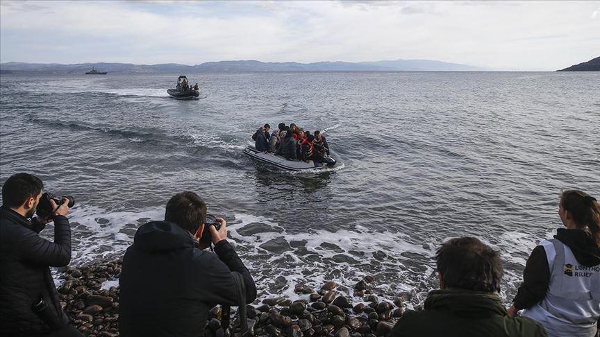Düzensiz göçmenler Midilli adasına geliyor
